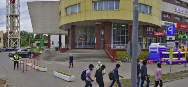 вид на здание УФМС по району Покровское-Стрешнево , Москва